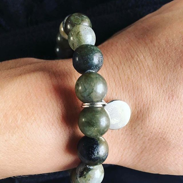 Our whole philosophy is around being able to choose a number of crystals but sometimes, people just need the one! Thanks @rachaelmyoga a picture of your Destiny bracelet, made solely from Labradorite #fitness #fitspo #yoga #yogagram #yogaaddict #healing #healthy #happiness #destiny #crystals #crystalhealing #crystalbracelet #jewellery #jewelry #hope #love #psychic #magic #gothic #gothgirl